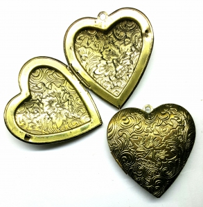 Large Locket Pendant with loop (best quality), Heart-shaped with Doublesided Carved Flower Design, 42mm, *Antique Gold*